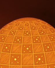 lampe-moderne-motifs-graves-damiers-3