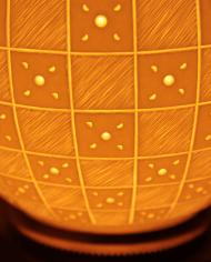 lampe-moderne-motifs-graves-damiers-5