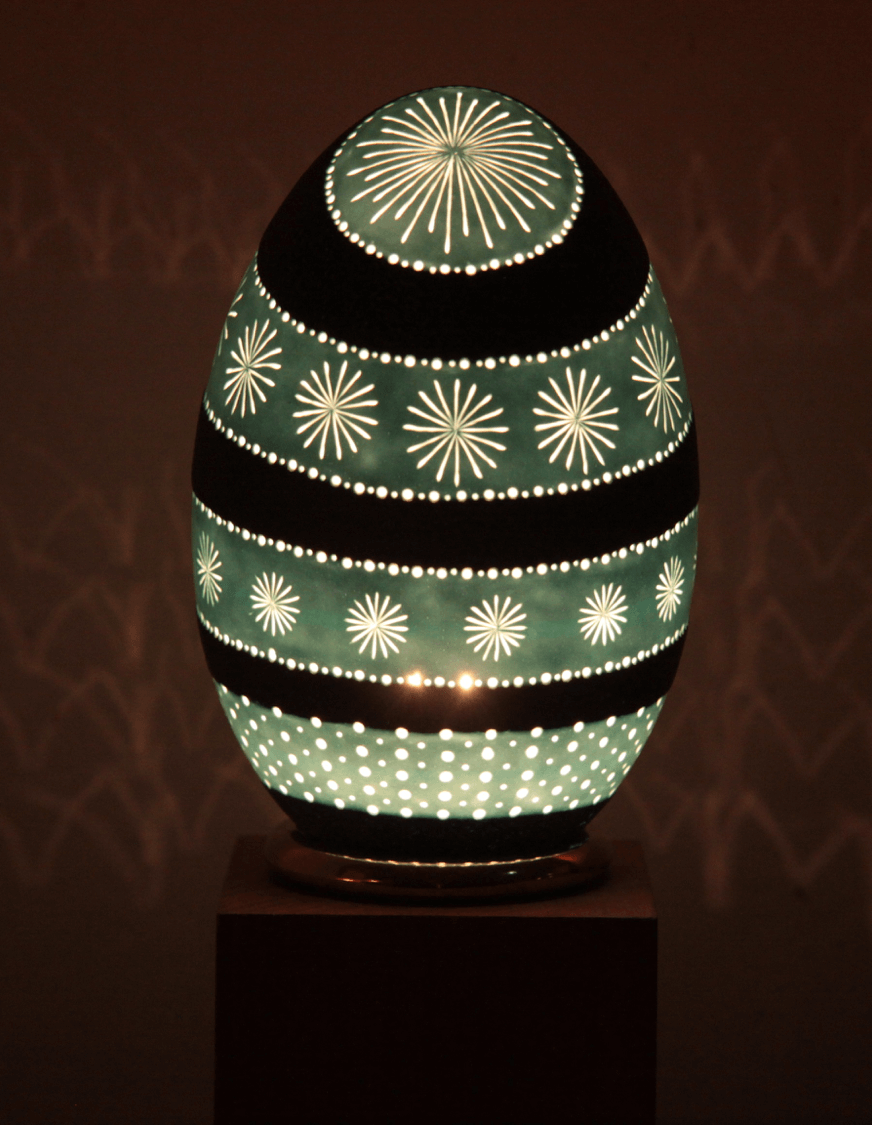 notre collection de lampes en oeufs d 39 emeu grav s. Black Bedroom Furniture Sets. Home Design Ideas