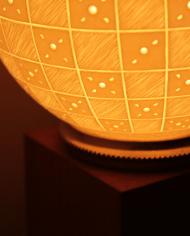 lampe-moderne-motifs-graves-damiers-4