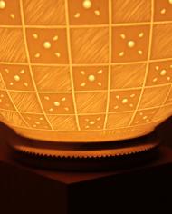 lampe-moderne-motifs-graves-damiers-6